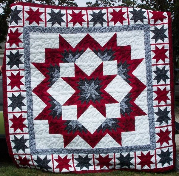 Broken star black red red white black quilts pinterest for Red door design quilts