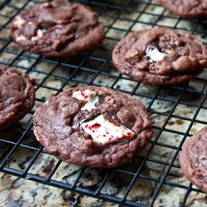 Peppermint Bark Chocolate Fudge Cookies (PUDDING. IN COOKIES.) This ...