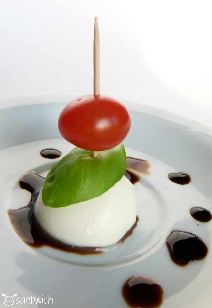 Mini caprese salad bites | wedding ideas | Pinterest