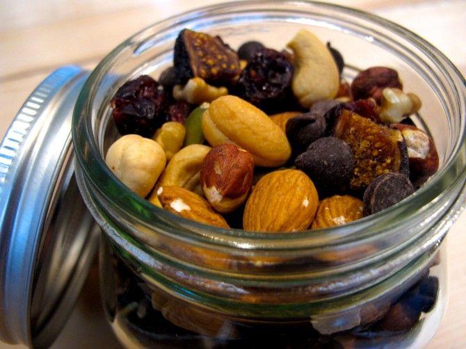 Homemade {Organic} Hazelnut Fig Trail Mix // Healthy Snack + DIY ...
