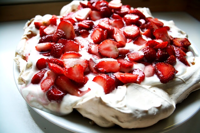Strawberry Pavlova with Basil Syrup | Dessert & Sweets | Pinterest