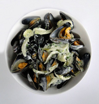 Moules au Roquefort - Mussels with Roquefort Sauce - New York in French