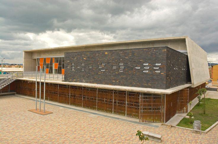 Bogota school exterior facade facades pinterest for Exterior design school