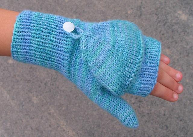 Flip-Top Mittens pattern by Laura Nelkin