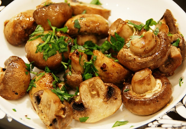 Garlic Butter Roasted Mushrooms | that looks delicious | Pinterest
