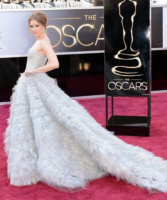 Amy adams in an oscar de la renta gown and mouawad jewelry for Oscar de la renta wallpaper