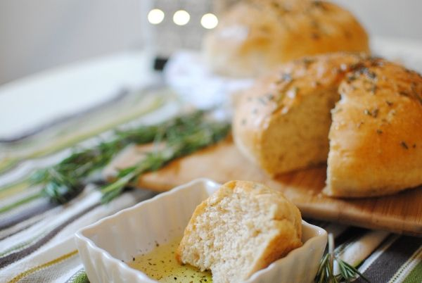 DELICIOUS Rosemary Peasant Bread (tastes just like Macaroni Grill ...