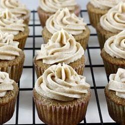Vanilla Chai Cupcakes - perfect Fall flavors of Chai in cupcake form!