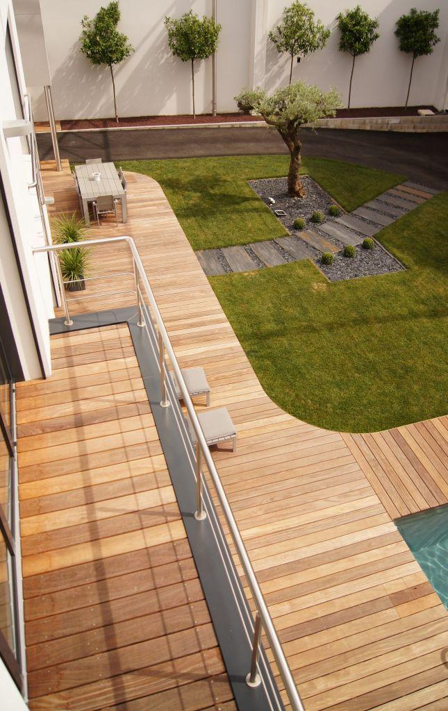 dechaussée et un balcon à létage  Terrasse en bois  Pinterest