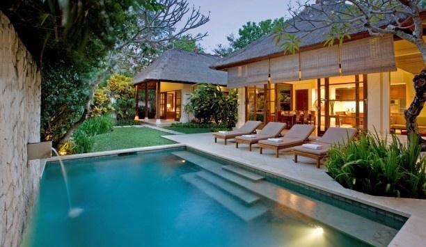 Cool Small Backyard Pool Idea