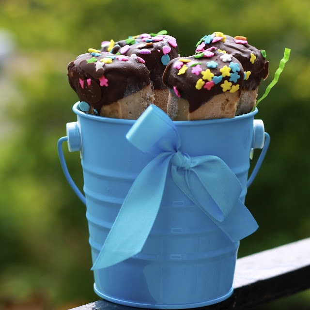 Peanut Butter Chocolate Covered Cheesecake Pops