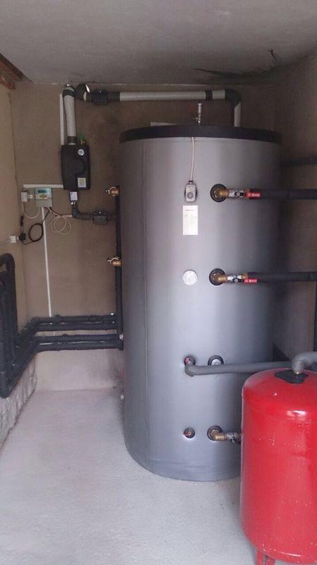 instalación con deposito de inercia para instalación solar en teruel