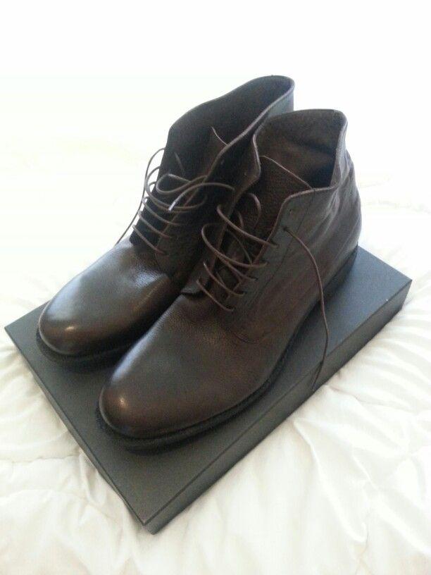 Smart new shoes, Fred de la Bretoniere