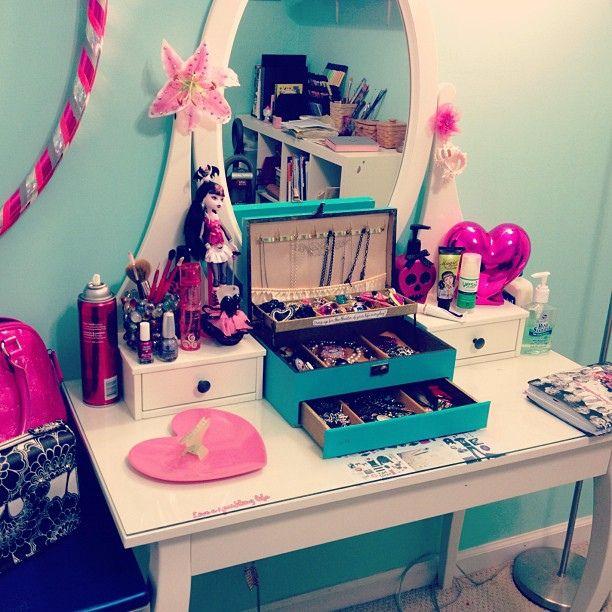 Cute vanity table redo recycle pinterest for Cute vanity desk