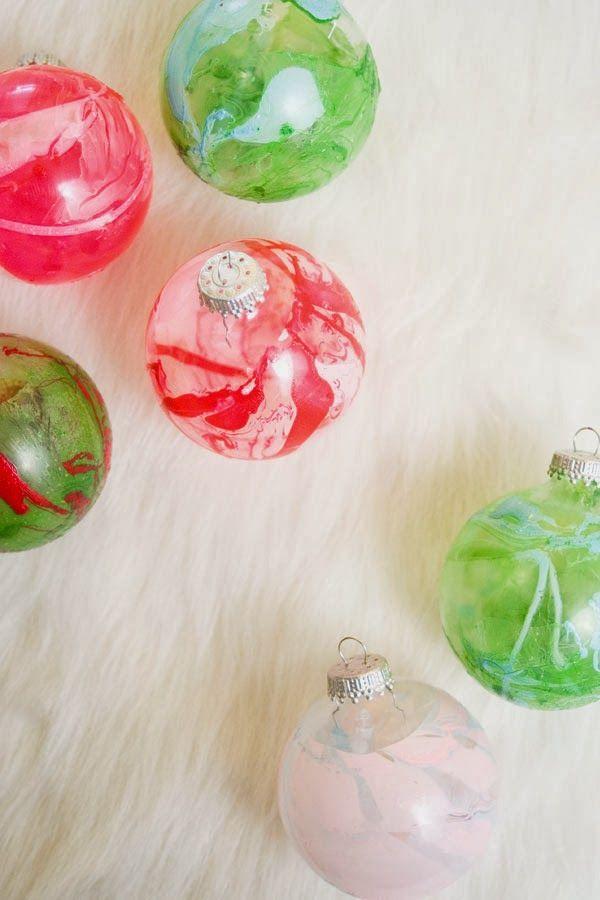 A Handmade Holiday : DIY Marbleized Ornaments