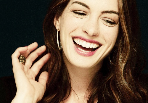 i love her genuin smile and laugh