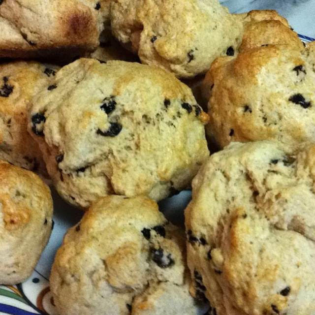 Whole wheat currant scones: I used Alton Brown's scone recipe and ...