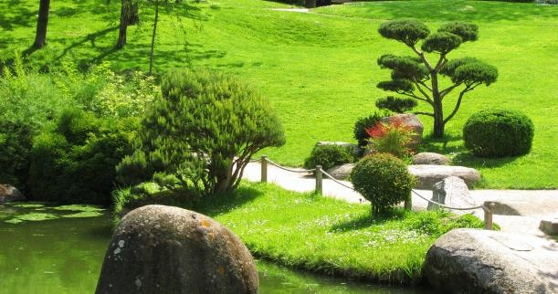Landscaping around large rocks home gorgeous gardens - Landscaping with large rocks ...