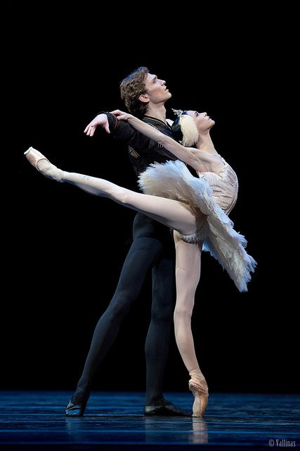 "Lucía Lacarra and Marlon Dino in Odette's PDD, ""Swan Lake"". Photo (c) Jesús  Vallinas."