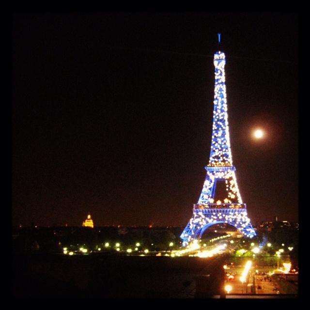 Romantic paris night photos pinterest for Romantic evening in paris