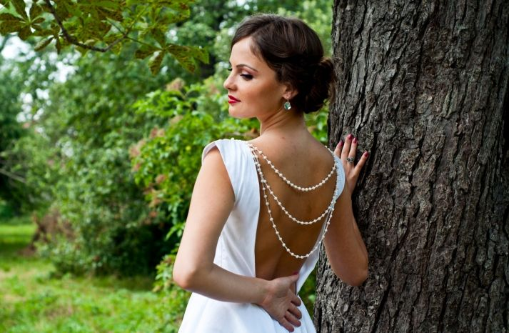 Pearls and an open back make for a divine #wedding dress.