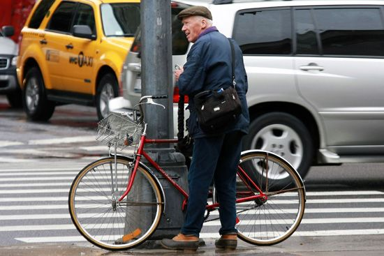 NYC Fashion Photographer Bill Cunningham spotted wearing L.L.Bean Bean Boots