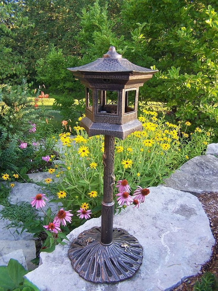 Garden decor bird houses garden decorations pinterest for Decoration jardin