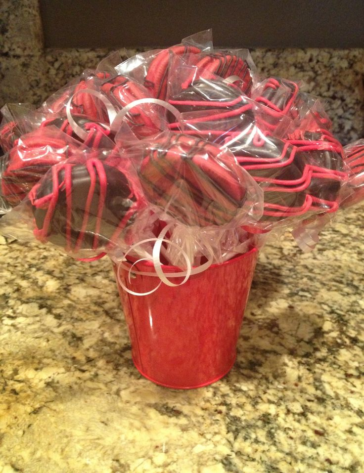 Red & Black Chocolate Dipped Oreos | Cake On A Stick | Pinterest