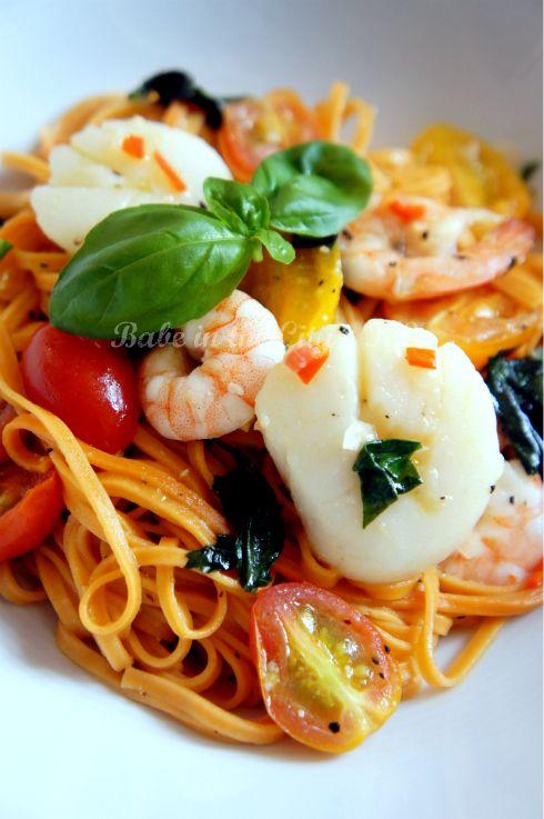 Chili Angel Hair Pasta with Prawns, Scallop, Tomatoes & Basil | 1001 ...