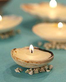 Como: Velas em conchas.  Use conchas de uma viagem de praia para fazer pequenas luzes de chá.  Limpo e reabastecer quando queimar.