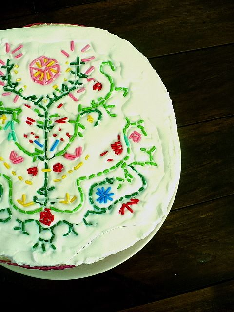 embroidered cake with sprinkles, cute!