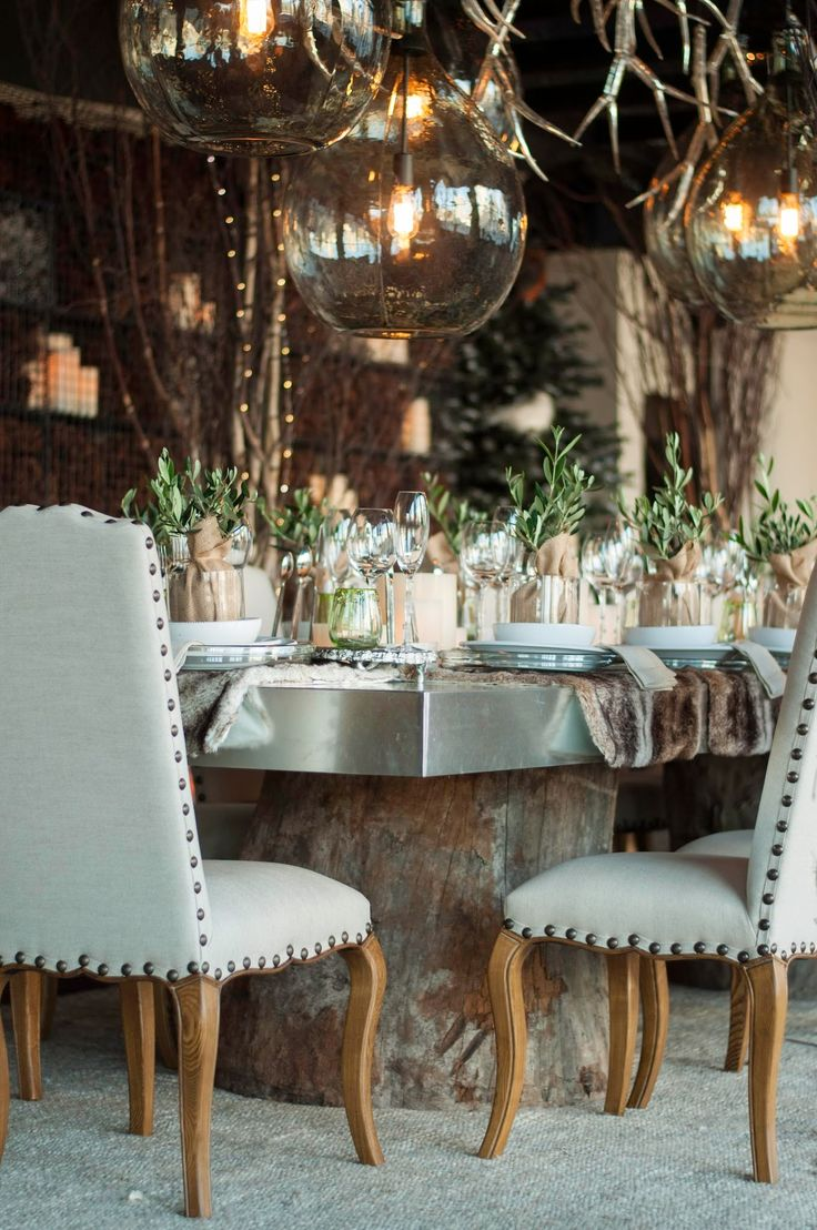 rustic winter dining table // #tablescape #tabletop #entertaining