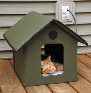 Outdoor Heated Kitty House/Cat Shelter