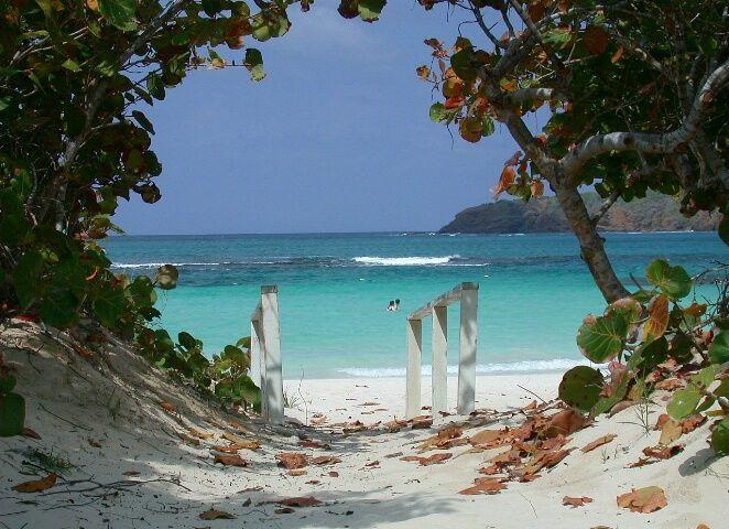 A romantic getaway beach scene good shot places i 39 d for Nice romantic scenes