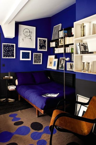 Deep blue in a modern bedroom