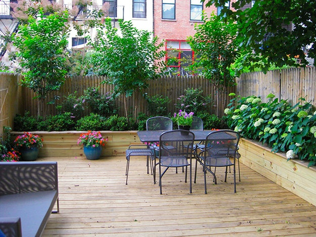 Small townhouse garden ideas joy studio design gallery for Townhouse deck privacy ideas