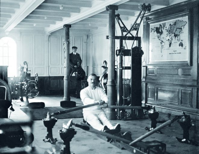 Photos of life aboard the Titanic..here's the gym