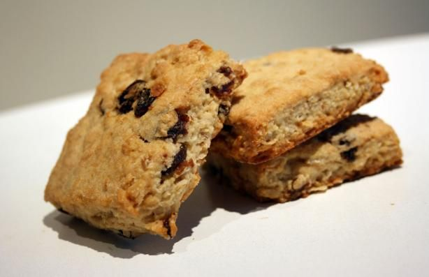 Oatmeal currant scones made with buttermilk