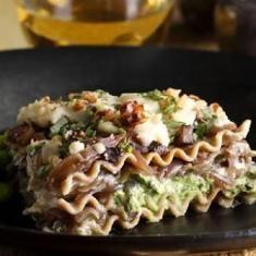 Caramelized Onion Lasagna (via www.foodily.com/r/2qdgPxAV3)