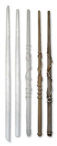 Instructions for Harry Potter wands with paper and hot glue.