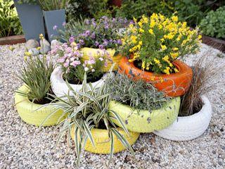Manualidades y artesan as macetero con llantas for Utilisima jardineria