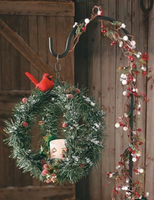 This round, three-dimensional design puts a twice-as-nice twist on the usual Christmas wreath.
