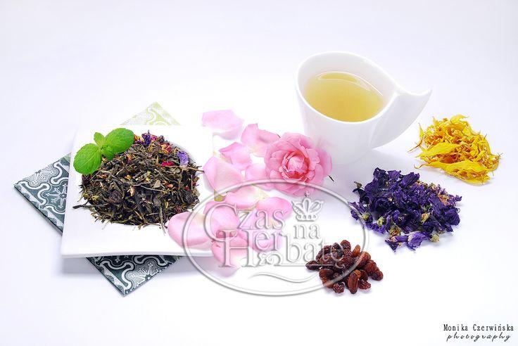 MUSKAT BLUE. Sencha green tea with a rose petals, mallow, raisins, sunflower petals and aroma.