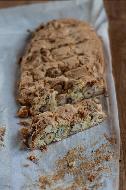 Hazelnut and white chocolate biscotti | Biscotti, cookies and edible ...