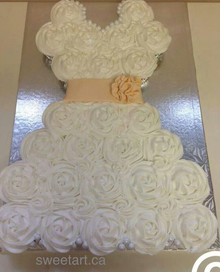 Cake Designs Made Out Of Cupcakes : Wedding dress made out of cupcakes. Wedding ideas ...