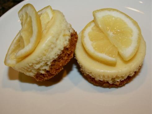 Mini Lemon Cheesecakes.   To try   Pinterest