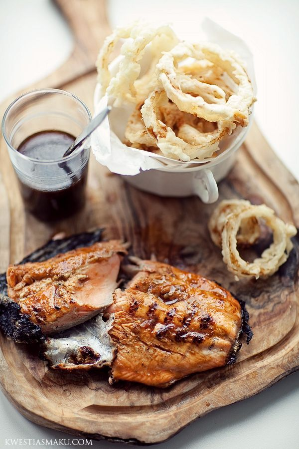 Fillets of salmon with Jack Daniel's glaze and onion rings