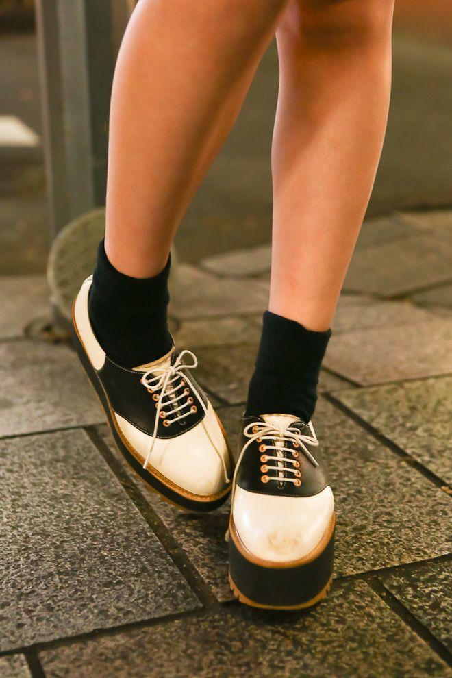 platform saddle shoes wear