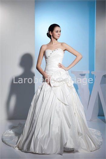 Robe de mariée princesse ornée de fleur à la main et cristaux ...