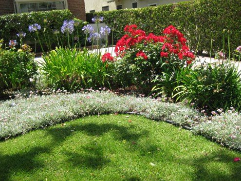 Flower bed ideas gardening pinterest for Front garden bed ideas